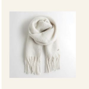 NWT Hollister Chunky Knit Scarf